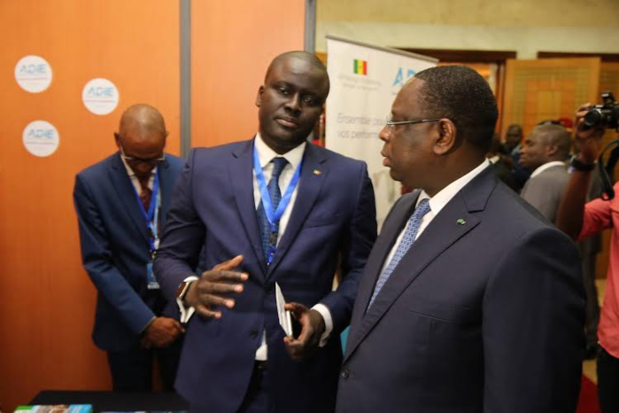 Le président Macky Sall en visite du stand de l'Adie au Colloque de la gendarmerie sur la cybercriminalité avec l'organisation des gendarmeries africaines (IMAGES)