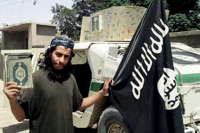 Attentats de Paris : Abaaoud et un complice projetaient de se faire exploser à La Défense (procureur)