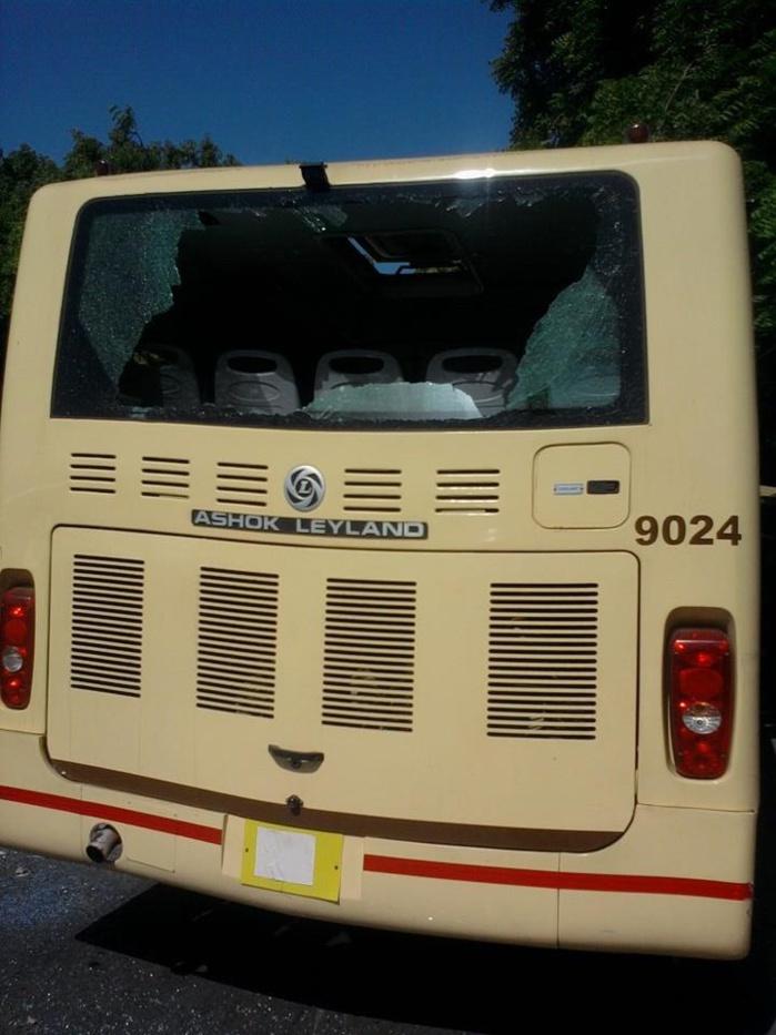 PETERSEN : Les ambulants déguerpis caillassent un bus de Dakar Dem Dikk (Images)