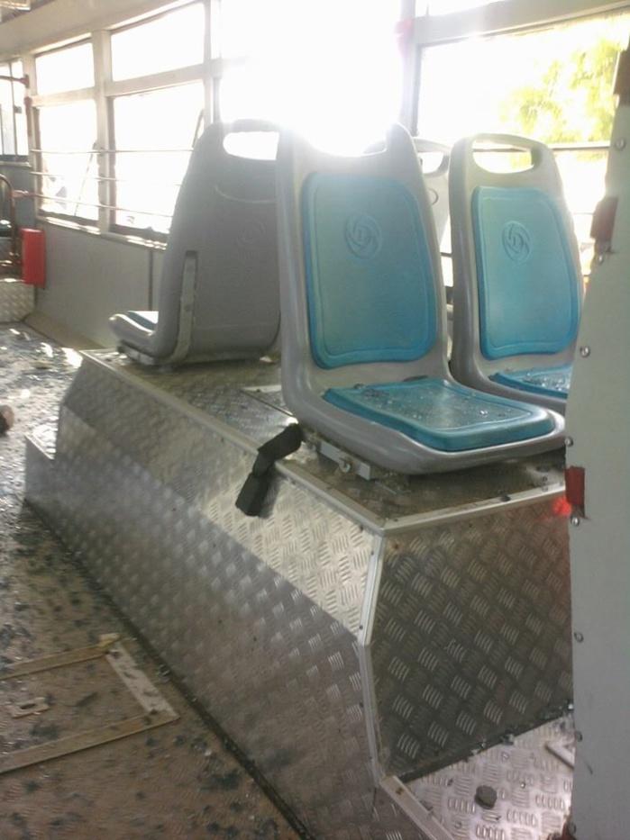 Petersen: les ambulants déguerpris caillassent un bus de Dakar Dem Dikk (Images)