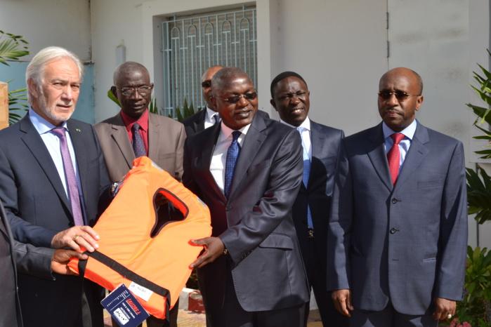 Sécurité en mer : Un lot de 1 000 gilets réceptionné par le ministre Oumar GUEYE