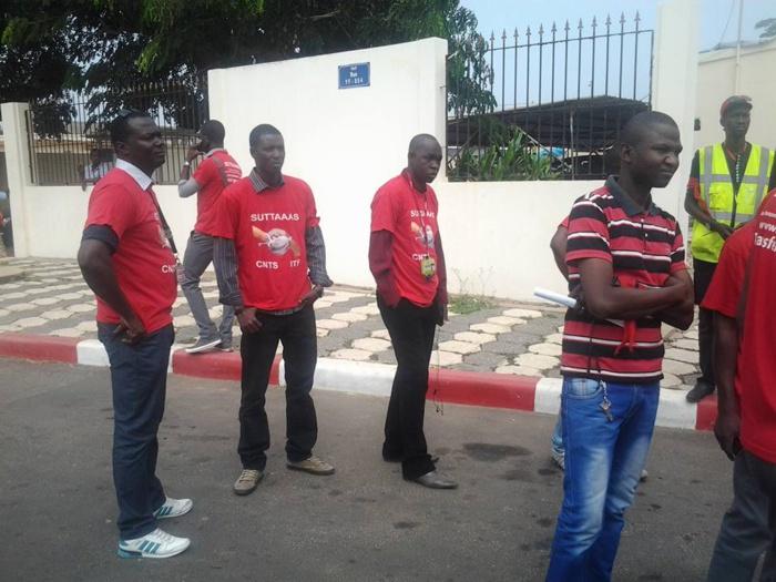 BRASSARDS ROUGES A L'AÉROPORT DE DAKAR : Alassane N'doye et ses amis chassés par les gendarmes