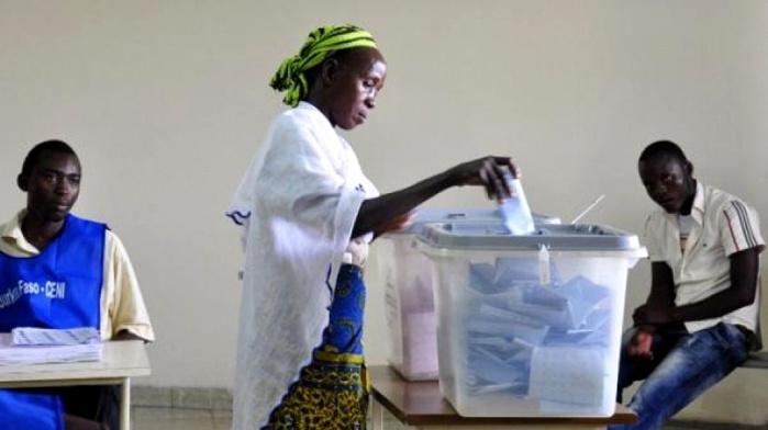Burkina/législatives: le parti du président élu Kaboré en tête mais sans majorité absolue