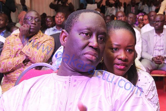 Le président de l'association des maires du Sénégal Aliou Sall en compagnie de son épouse Aissatou