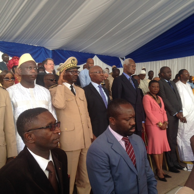 Images du retour de l'ancien President Abdou Diouf à son école primaire qui porte désormais son nom