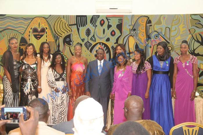Réception des Lionnes du Basket : Macky Sall leur offre 20 appartements et remet 10 millions à chaque membre de l'encadrement