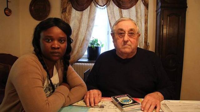 Plaidoyer contre l'expulsion d'une jeune sénégalaise mariée à un papi français.