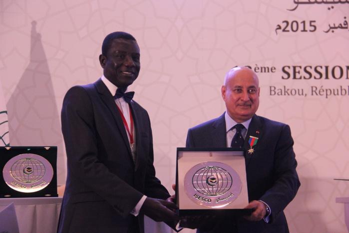 Conférence de l'Organisation Islamique pour l'Education : L'Ambassadeur Cheikhou Oumar SECK décoré du WISSAM d'or de l'ISESCO de 1ère Classe