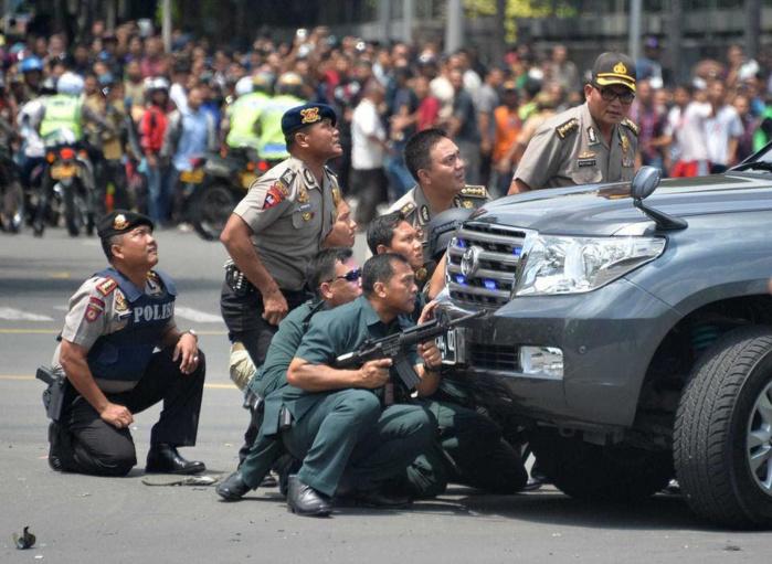 Cinq assaillants et deux civils tués à Jakarta