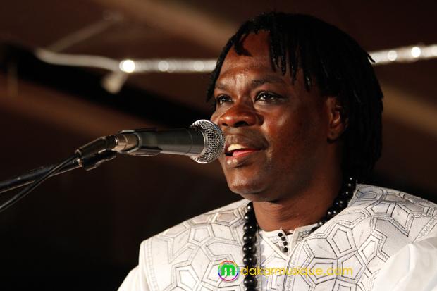 « The traveller » : Baba Maal mélange la tradition et l'électronique