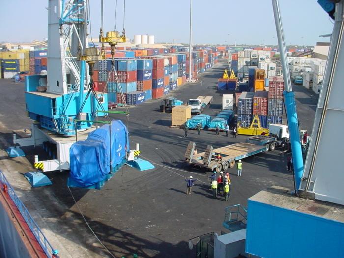 Au moins sept morts dans un incendie de bateau au Port Autonome de Dakar
