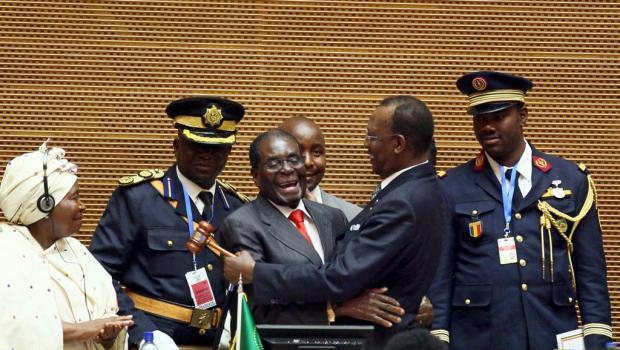 Sommet UA : La chute de... Mugabé