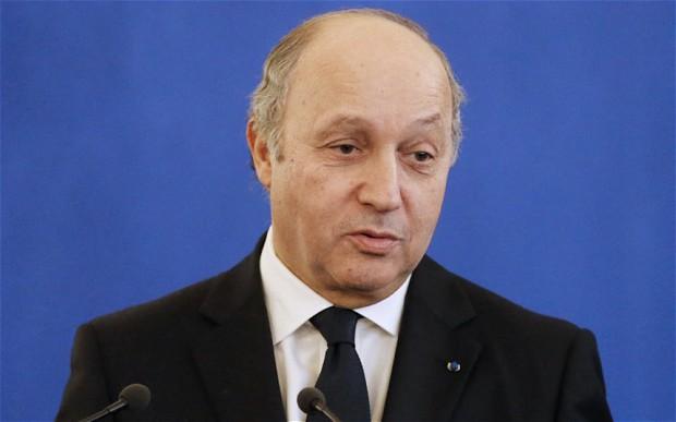 Syrie: Fabius accuse Moscou, Téhéran et critique Washington