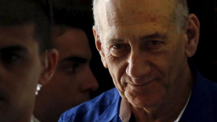L'ancien premier ministre israélien Ehud Olmert derrière les barreaux