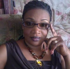"""""""OUI"""" massif et vente des projets de Macky Sall : Après la banlieue, Ndèye N'diaye Atlanta descend au Campus social de l'Université, à l'assaut des étudiants de la verte Casamance"""