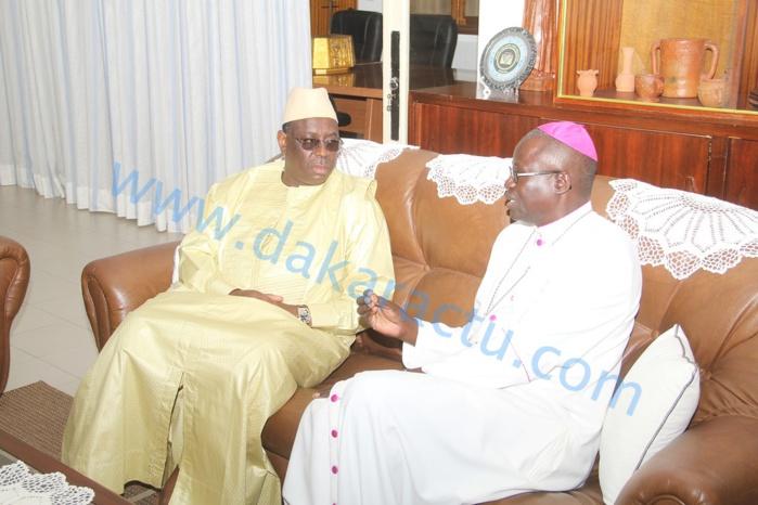"""Macky Sall chez Monseigneur Benjamin N'diaye : """" Je lance un appel au calme, une élection ne doit pas être un prétexte pour faire n'importe quoi! """""""
