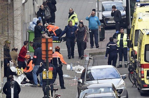 Attaques de Bruxelles : Paris et Francfort renforcent leur sécurité, réunion d'urgence à l'Elysée