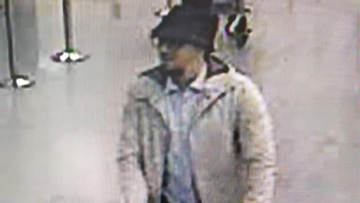La police lance un avis de recherche pour identifier un terroriste présumé