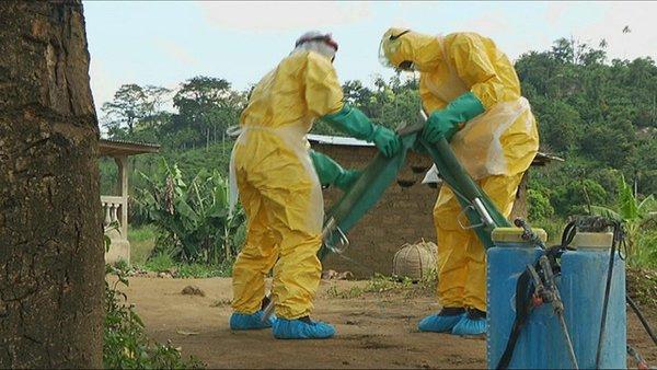 Des cas d'Ebola liés en Guinée et au Libéria