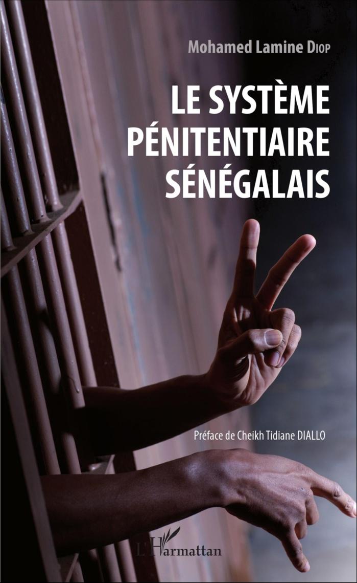 """Cérémonie de dédicace du livre """" Le système pénitentiaire sénégalais """" de l'inspecteur Mohamed Lamine Diop"""