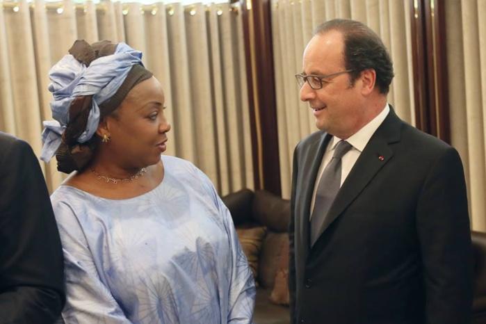 A Abuja, le président François Hollande a rencontré Fatma Samoura qui a été nommée hier secrétaire générale de la Fifa