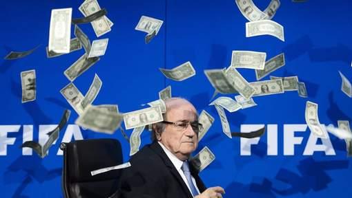 Blatter accusé d'avoir partagé 80 millions de dollars avec deux ex-lieutenants