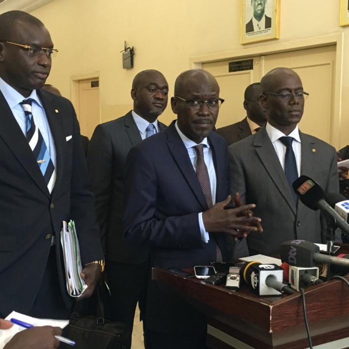 """SEYDOU GUÈYE, MINISTRE PORTE-PAROLE DU GOUVERNEMENT : """" De 1648 en 2012, l'Etat du Sénégal a électrifié 2 840 villages en 2015 """""""