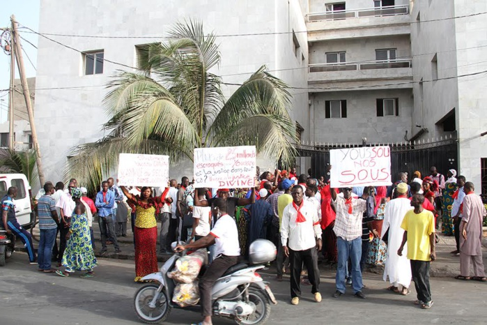 Le Collectif des victimes de AGIR IMMO manifeste devant la télévision WALFADJRI