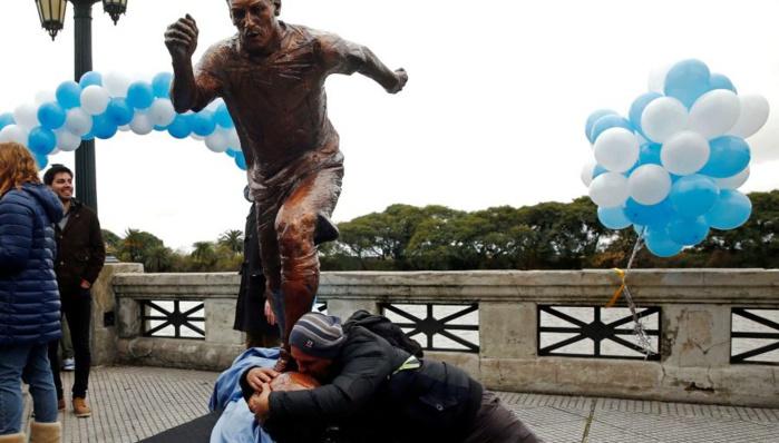 Le président en personne a appelé Leo Messi et une statue a été inaugurée hier à Buenos Aires !