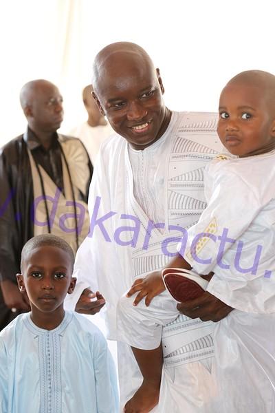 MAZALIKOUL JINNAN : Le ministre Aly Ngouille Ndiaye pose avec ses enfants