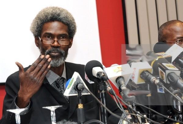 """Me Ciré Clédor Ly menaçant : """" Malgré qu'il ait purgé sa peine et qu'il devait être libéré depuis le 27 passé, le prisonnier Jonh Obi est toujours maintenu en prison à Saint-Louis sans raison """""""