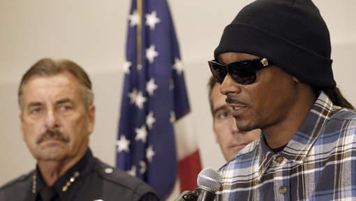 """Snoop Dogg défile pour un """"dialogue"""" avec la police"""