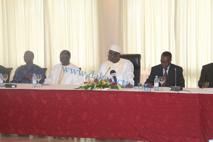 Echanges vifs entre pro et anti Macky : Macky Sall, « le tombé du car rapide de Abdoulaye Wade »