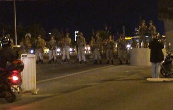 Coup d'État en Turquie : l'armée affirme avoir pris le pouvoir