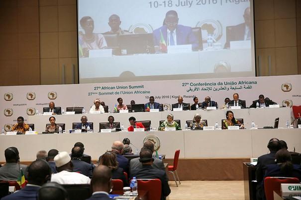 Le roi du Maroc annonce son intention de réintégrer l'Union africaine, après 32 ans d'absence