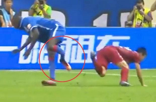 La planète foot entre choc et réactions : Twitter et Facebook explosent après la blessure de Demba Ba