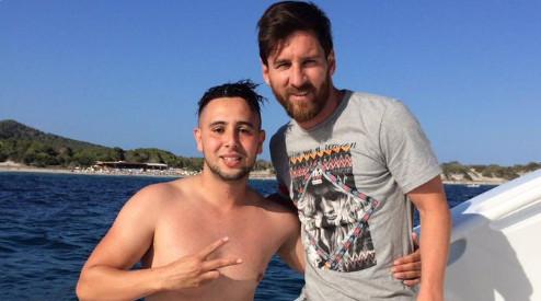 Il nage un kilomètre pour voir Messi et ne s'attendait pas à un tel accueil