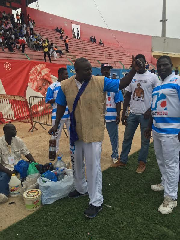 Les premières images  de Baye Mandione au stade