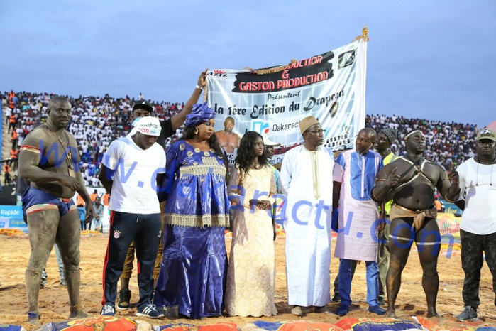 DRAPEAU  DAKARACTU - Baye  Mandione  domine mais... ne gagne  pas