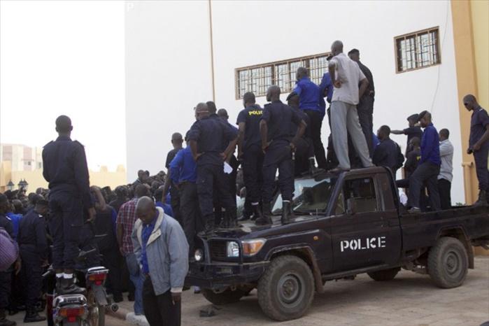 BAVURE : Des policiers maliens malmènent un sénégalais