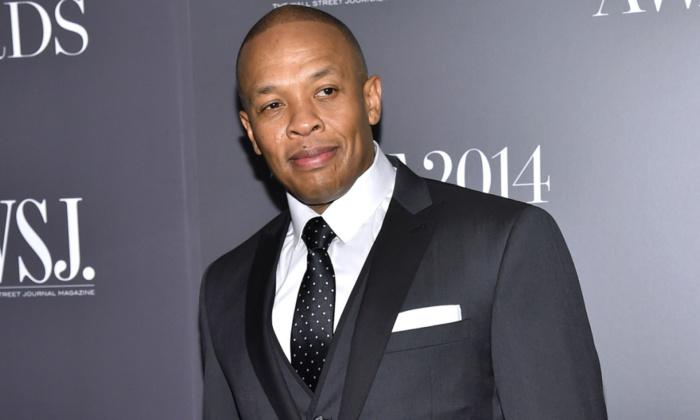 Le rappeur Dr. Dre menotté devant chez lui
