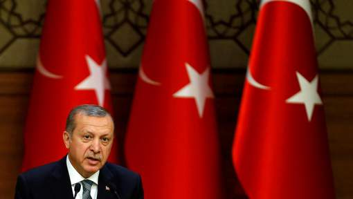 La Turquie ordonne la fermeture de 45 journaux et 16 chaînes de télévision