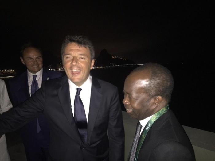 Mr. Diagna N'diaye avec le Premier Ministre italien, Mr. Matteo Renzi, au dîner offert hier par les Italiens à Casa Italia à Rio.