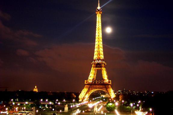 Alerte au colis suspect : La Tour Eiffel évacuée par erreur