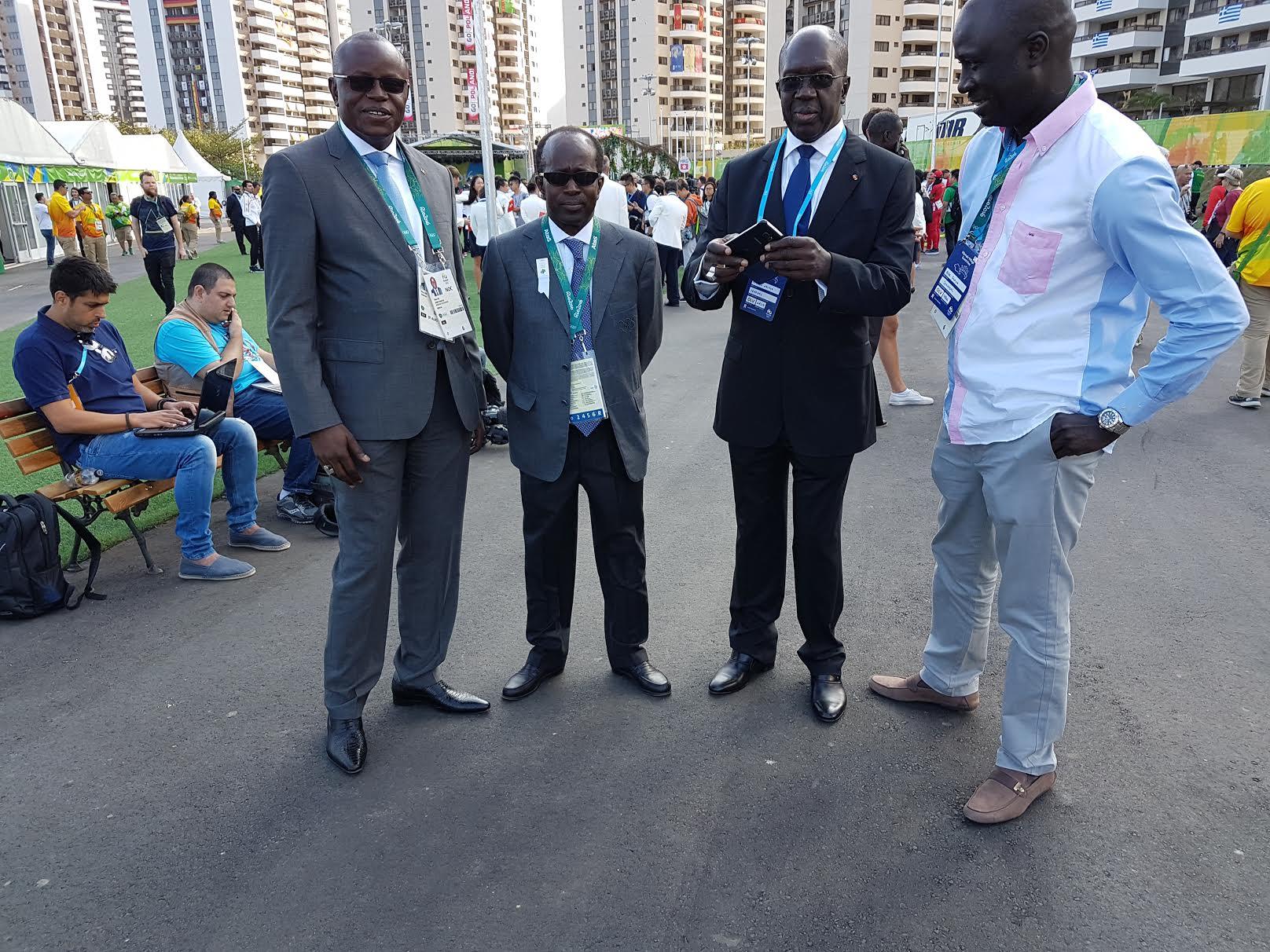 RIO 2016 : Mamadou Diagna Ndiaye au village des athlètes avec le ministre des sports Matar Ba et les officiels sénégalais