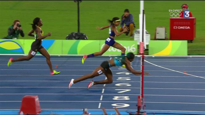 Shaunae Miller plonge sur l'or pour devancer Allyson Felix sur 400m