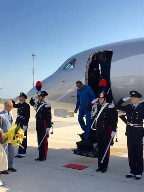 """Le respect est mort : Regardez """"le tapis rouge"""" que les Italiens ont déroulé pour Alpha Condé en visite chez eux!"""