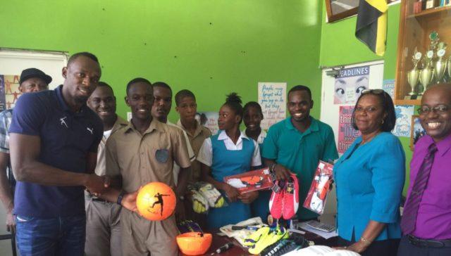 Le Geste extraordinaire de Bolt : Il donne la totalité de ses gains de RIO (20 millions de dollars) à l'école où il a fait ses études en Jamaïque