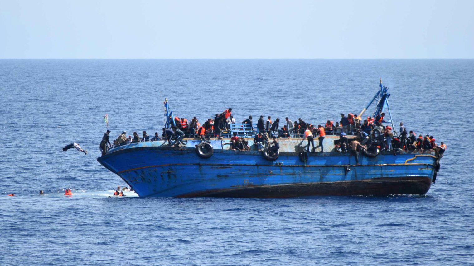 Près de 6500 migrants secourus en une journée au large de la Libye, selon les gardes-côtes italiens