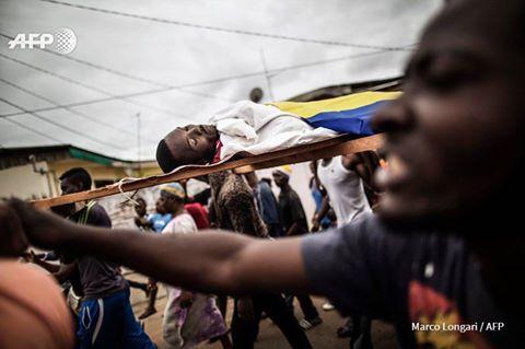 Funérailles des jeunes abattus à Libreville. (photos)